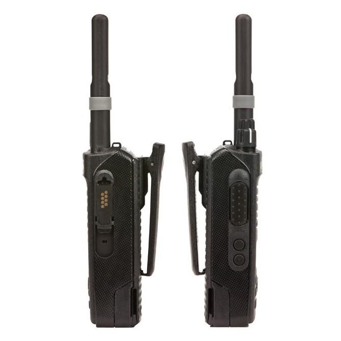 Вид сбоку рации Motorola DP2600E