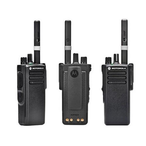 Рация Motorola DP4400e - вид с разных ракурсов