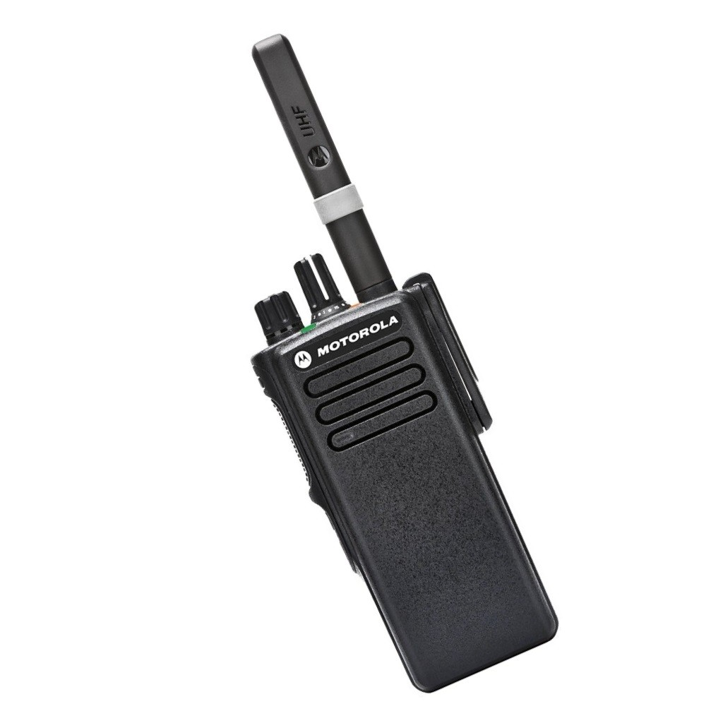 Рация Motorola DP4400e - вид с антенной
